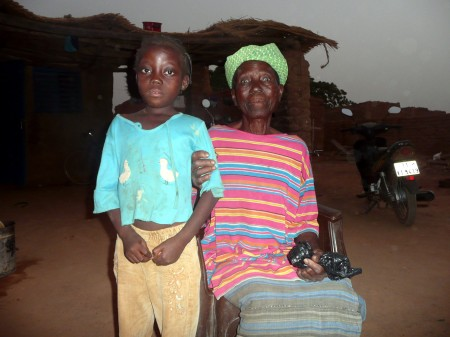 Marie et sa grand-mère AVRIL 2010.JPG